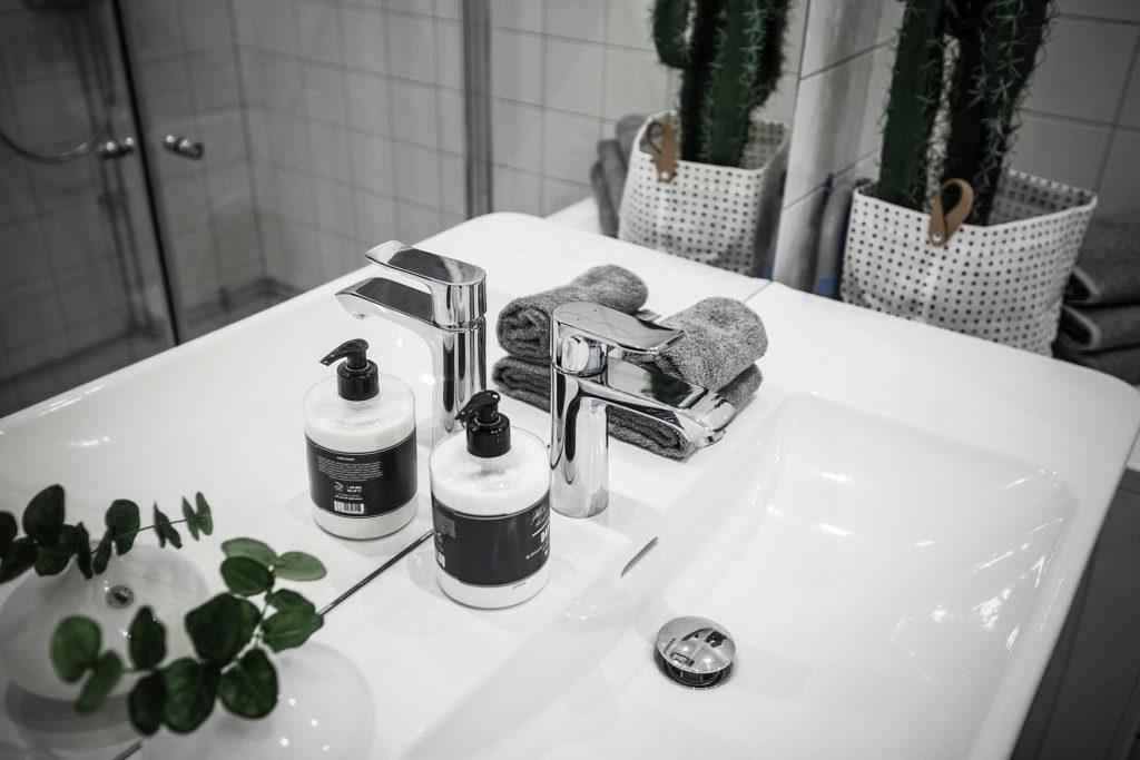 Bild på handfat i badrum